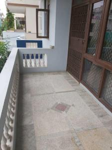 Gallery Cover Image of 1200 Sq.ft 1 BHK Independent Floor for rent in DLF Phase 4 for 24000