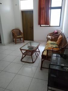 Gallery Cover Image of 650 Sq.ft 1 BHK Apartment for rent in Peshwa Peshwa Complex, Viman Nagar for 19000