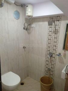 सांताक्रुज़ ईस्ट में गुरदीप प्रॉपर्टी में बाथरूम की तस्वीर