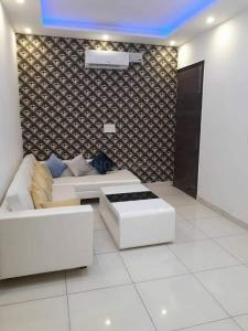 Gallery Cover Image of 850 Sq.ft 2 BHK Apartment for rent in Santacruz East for 65000