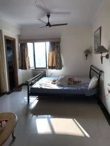 Gallery Cover Image of 400 Sq.ft 1 RK Apartment for rent in Bandra West for 40000