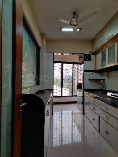 Kitchen Image of 950 Sq.ft 2 BHK Apartment for rent in Vile Parle East for 70000