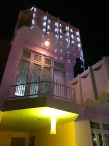 Gallery Cover Image of 5000 Sq.ft 7 BHK Independent House for buy in Talab Tillo for 20000000