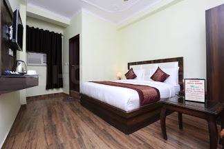 नोएडा एक्सटेंशन  में 7500000  खरीदें  के लिए 3600 Sq.ft 2 BHK इंडिपेंडेंट हाउस के बेडरूम  की तस्वीर