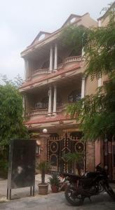 Gallery Cover Image of 1000 Sq.ft 2 BHK Independent Floor for rent in Beta II Greater Noida for 9000