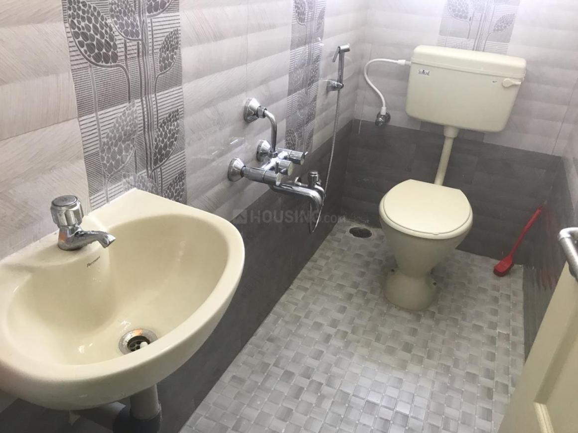 Common Bathroom Image of 943 Sq.ft 2 BHK Independent Floor for buy in Thandalam for 5360000