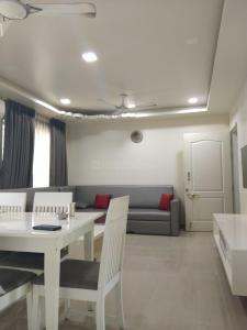 Gallery Cover Image of 1200 Sq.ft 2 BHK Apartment for buy in Bavdhan for 10500000