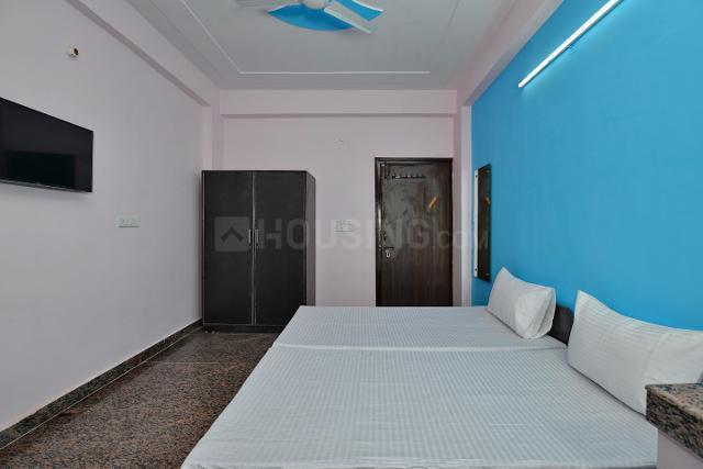 ओयों लाइफ जीआरजी1300 सेक्टर 18 इन सेक्टर 18 के बेडरूम की तस्वीर
