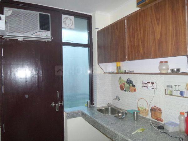 एम्यूज़ रूम्स इन डीएलएफ़ फेज 3 के किचन की तस्वीर