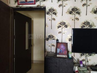 Gallery Cover Image of 750 Sq.ft 2 BHK Apartment for rent in Shapoorji Pallonji Sarova, Kandivali East for 24000