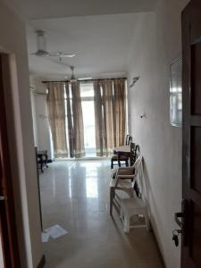 Gallery Cover Image of 1800 Sq.ft 4 BHK Apartment for rent in Ansal API Valley View Estate, Gwal Pahari for 25000