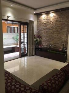 Gallery Cover Image of 2050 Sq.ft 3 BHK Apartment for rent in Benson Manor, Benson Town for 40000