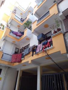 Gallery Cover Image of 850 Sq.ft 2 BHK Apartment for buy in Govindpuram for 1380755