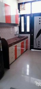 Gallery Cover Image of 585 Sq.ft 1 BHK Independent Floor for rent in Sector 54 for 23000