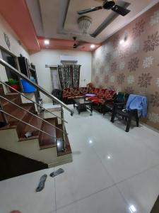 Gallery Cover Image of 1512 Sq.ft 4 BHK Independent House for buy in Meeraa Smaran Bungalows, Adalaj for 13500000
