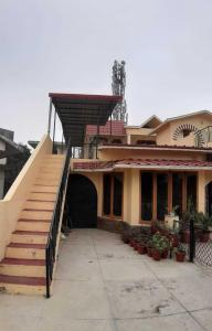 Gallery Cover Image of 1400 Sq.ft 2 BHK Independent Floor for rent in Indra Nagar Colony for 12000