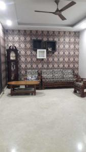Gallery Cover Image of 1250 Sq.ft 3 BHK Independent Floor for rent in Virupakshapura for 35000