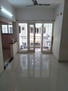 Gallery Cover Image of 1040 Sq.ft 2 BHK Apartment for rent in Isha Gayatri, Kolapakkam for 18000