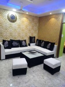 Gallery Cover Image of 1050 Sq.ft 2 BHK Apartment for buy in Sector 37 for 2500000