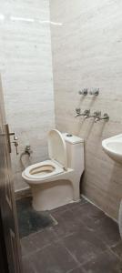 Bathroom Image of Ayansh PG in Sector 27