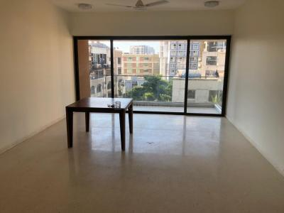 Gallery Cover Image of 5000 Sq.ft 3 BHK Apartment for rent in Bandra West for 500000
