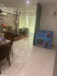 Gallery Cover Image of 2200 Sq.ft 3 BHK Apartment for rent in DLF Park Place, Sector 54 for 90000