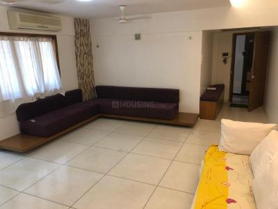 Gallery Cover Image of 3500 Sq.ft 4 BHK Apartment for rent in Juhu for 400000