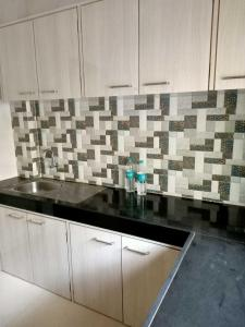 Gallery Cover Image of 730 Sq.ft 1 BHK Apartment for rent in Andheri East for 27000