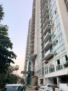 Gallery Cover Image of 1935 Sq.ft 3 BHK Apartment for rent in Kandivali East for 42999