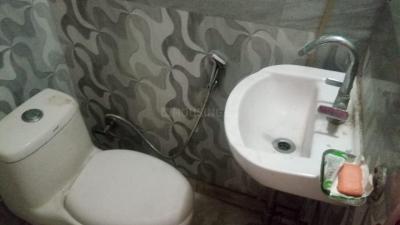लक्ष्मी नगर में लाइफ पीजी के बाथरूम की तस्वीर