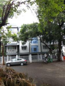 Gallery Cover Image of 1100 Sq.ft 3 BHK Apartment for rent in Santacruz West for 85000