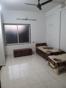 Gallery Cover Image of 1200 Sq.ft 2 BHK Apartment for rent in Komal Enclave, Paldi for 17000