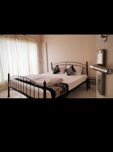 Bedroom Image of PG 4441899 Malad East in Malad East