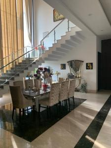Gallery Cover Image of 2000 Sq.ft 5 BHK Villa for buy in Vasant Kunj for 150000000