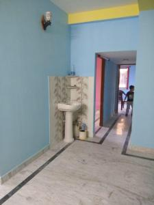 Gallery Cover Image of 1600 Sq.ft 3 BHK Apartment for rent in Behala for 24000