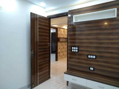 Gallery Cover Image of 750 Sq.ft 2 BHK Independent Floor for buy in Dwarka Mor for 2900000