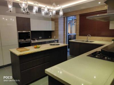 Gallery Cover Image of 4498 Sq.ft 4 BHK Apartment for buy in Vakil Garden City for 37800000