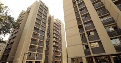 Gallery Cover Image of 5300 Sq.ft 5 BHK Apartment for rent in Aaryavart Skies , Ambawadi for 65000