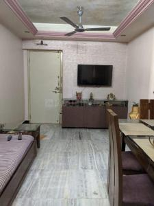Gallery Cover Image of 610 Sq.ft 1 BHK Apartment for buy in Malad West for 11100000
