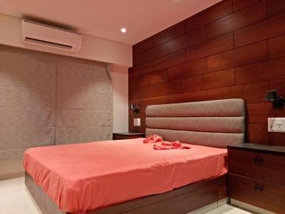 Gallery Cover Image of 1800 Sq.ft 3 BHK Apartment for rent in Santacruz East for 100000