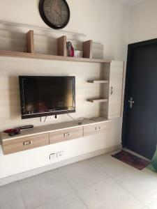 Gallery Cover Image of 1735 Sq.ft 3 BHK Apartment for buy in Prateek Wisteria, Sector 77 for 8400000