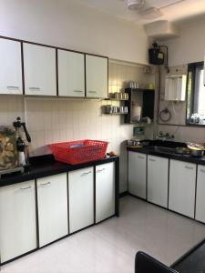Gallery Cover Image of 580 Sq.ft 1 RK Apartment for buy in Neelkanth Apartment, Dadar East for 20000000