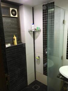 Bathroom Image of Green Property PG in Andheri East