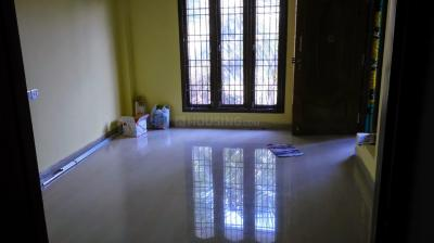 Gallery Cover Image of 960 Sq.ft 2 BHK Apartment for rent in Sri Saraswati Flats, Medavakkam for 13000