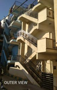 Gallery Cover Image of 700 Sq.ft 1 BHK Independent Floor for rent in Chamrajpet for 7000