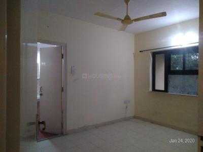 Gallery Cover Image of 1080 Sq.ft 3 BHK Apartment for rent in Kandivali East for 35000