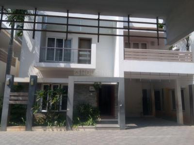 Gallery Cover Image of 2000 Sq.ft 4 BHK Villa for rent in Sreenivas Le Paradise, Sholinganallur for 35000