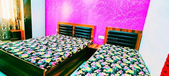 सुशांत लोक आई में क्लाउडनाइन होम के बेडरूम की तस्वीर