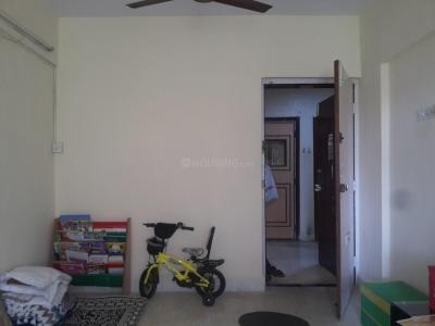 Gallery Cover Image of 525 Sq.ft 1 BHK Apartment for rent in Kandivali East for 17000