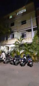Gallery Cover Image of 2000 Sq.ft 2 BHK Independent House for buy in Padmarao Nagar for 22000000